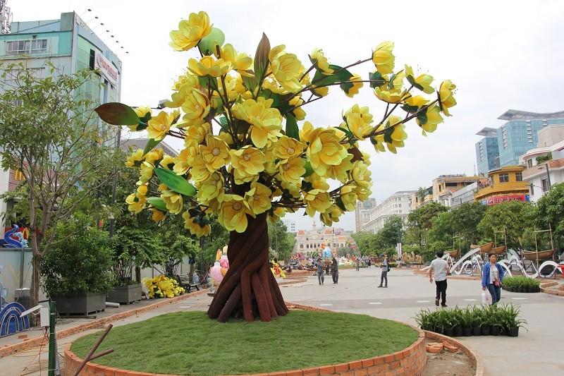 Mục kích tiến độ thi công đường hoa Nguyễn Huệ 2017 - ảnh 13