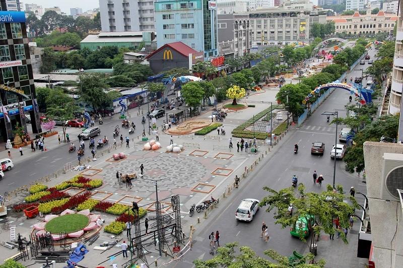Mục kích tiến độ thi công đường hoa Nguyễn Huệ 2017 - ảnh 1