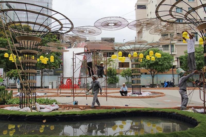Mục kích tiến độ thi công đường hoa Nguyễn Huệ 2017 - ảnh 20