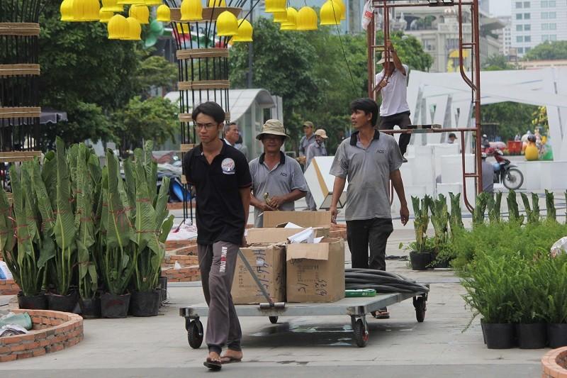 Mục kích tiến độ thi công đường hoa Nguyễn Huệ 2017 - ảnh 23