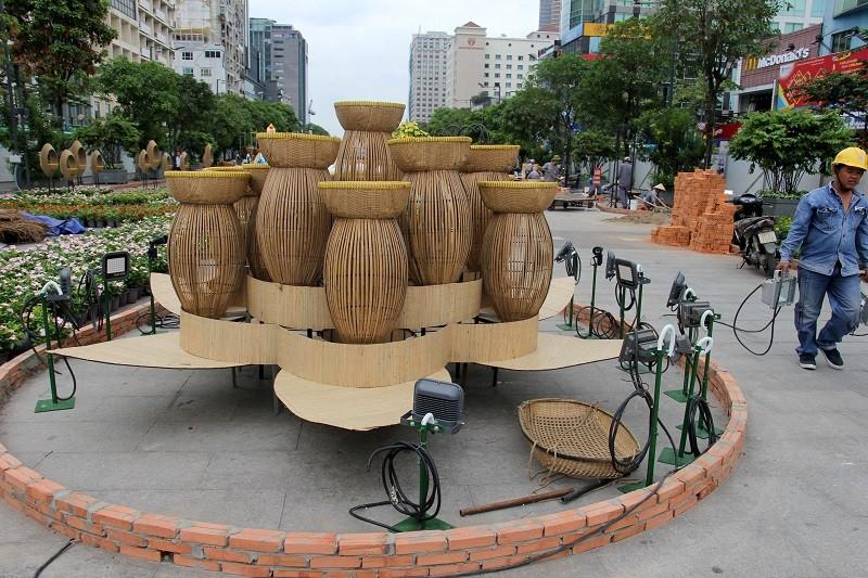Mục kích tiến độ thi công đường hoa Nguyễn Huệ 2017 - ảnh 8