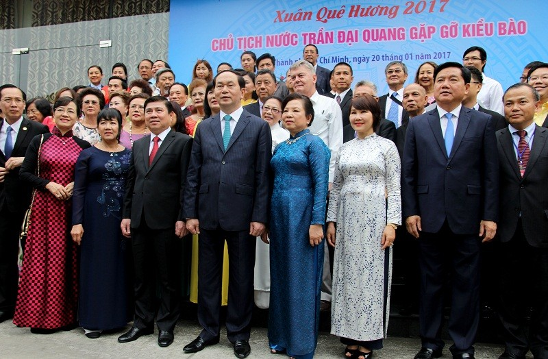 Chủ tịch nước cùng kiều bào dâng hương Bác Hồ - ảnh 8