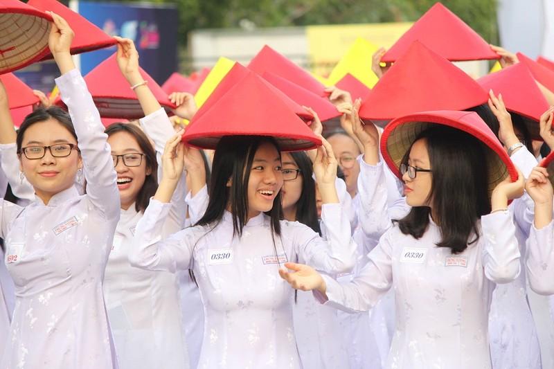 Hơn 3.000 người đồng diễn  áo dài 'Tôi yêu Việt Nam' - ảnh 13