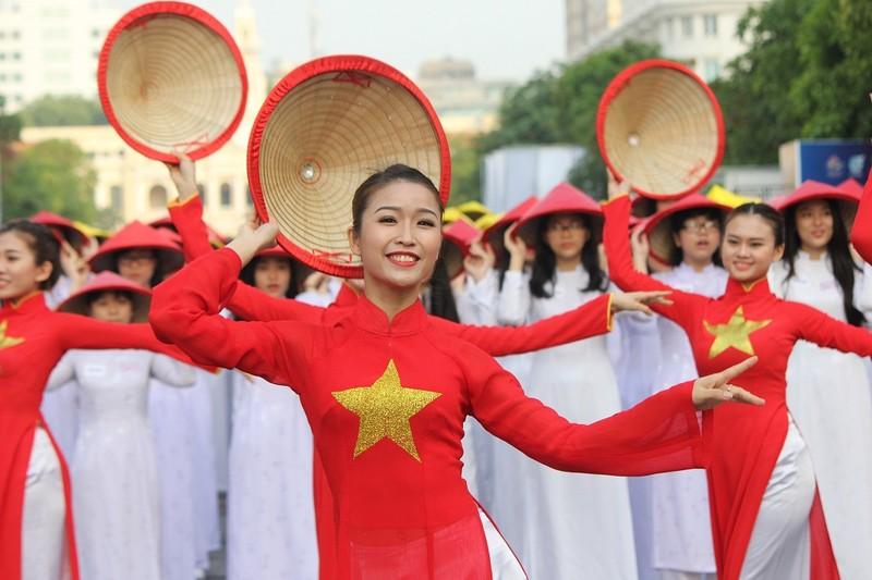 Hơn 3.000 người đồng diễn  áo dài 'Tôi yêu Việt Nam' - ảnh 17