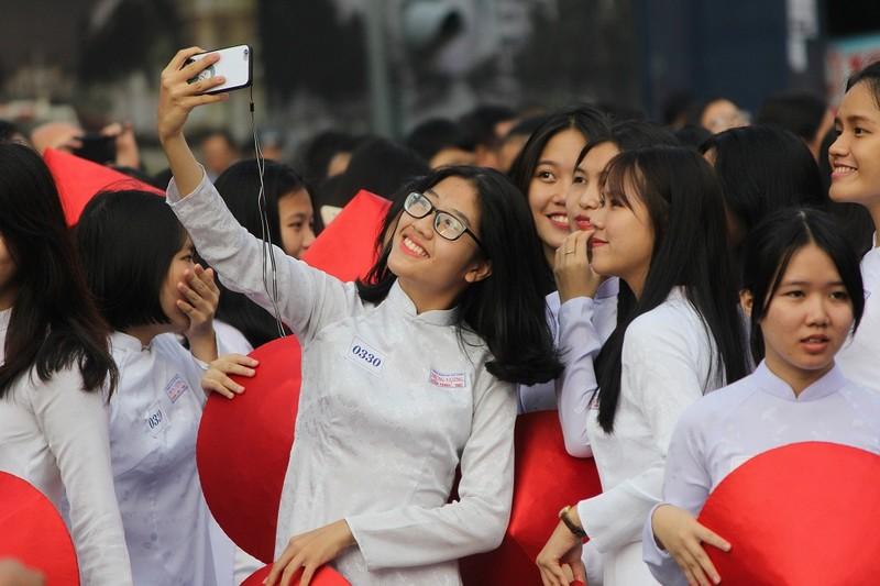 Hơn 3.000 người đồng diễn  áo dài 'Tôi yêu Việt Nam' - ảnh 18