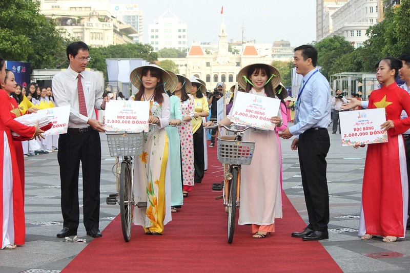 Hơn 3.000 người đồng diễn  áo dài 'Tôi yêu Việt Nam' - ảnh 20