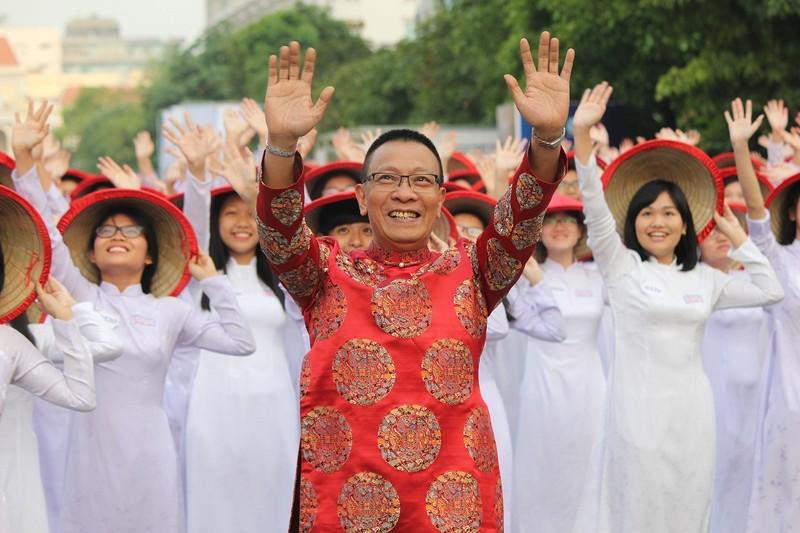 Hơn 3.000 người đồng diễn  áo dài 'Tôi yêu Việt Nam' - ảnh 21