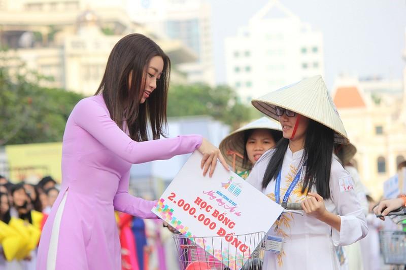 Hơn 3.000 người đồng diễn  áo dài 'Tôi yêu Việt Nam' - ảnh 22