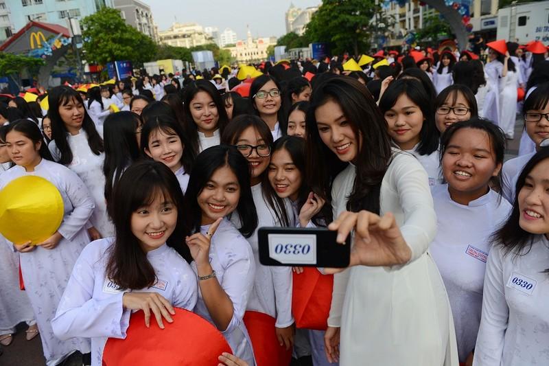 Hơn 3.000 người đồng diễn  áo dài 'Tôi yêu Việt Nam' - ảnh 24