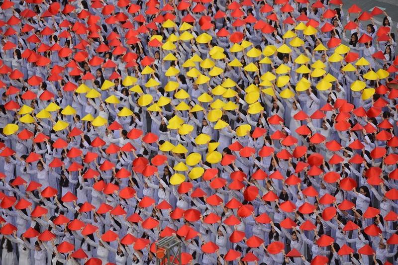 Hơn 3.000 người đồng diễn  áo dài 'Tôi yêu Việt Nam' - ảnh 6