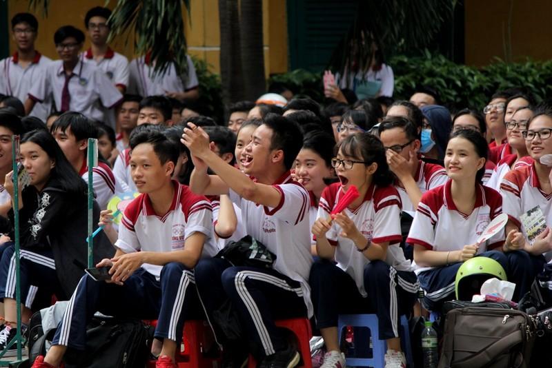2.000 HS Trưng Vương 'đội nắng' tìm hiểu pháp luật - ảnh 4