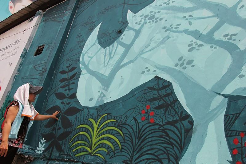 Ngắm những bức tường bẩn ở quận 1 được thay áo mới - ảnh 4