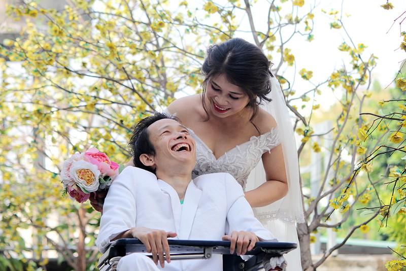 Bạn đọc chụp ảnh cưới cho cặp đôi 'Tình yêu cổ tích' - ảnh 1