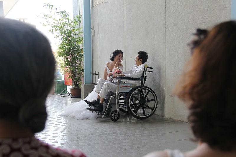 Bạn đọc chụp ảnh cưới cho cặp đôi 'Tình yêu cổ tích' - ảnh 12
