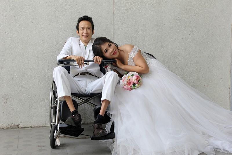 Bạn đọc chụp ảnh cưới cho cặp đôi 'Tình yêu cổ tích' - ảnh 14