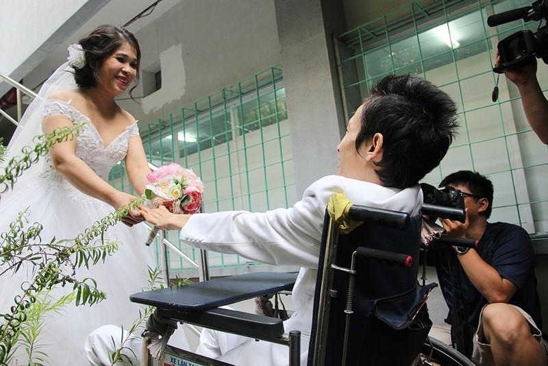 Bạn đọc chụp ảnh cưới cho cặp đôi 'Tình yêu cổ tích' - ảnh 16