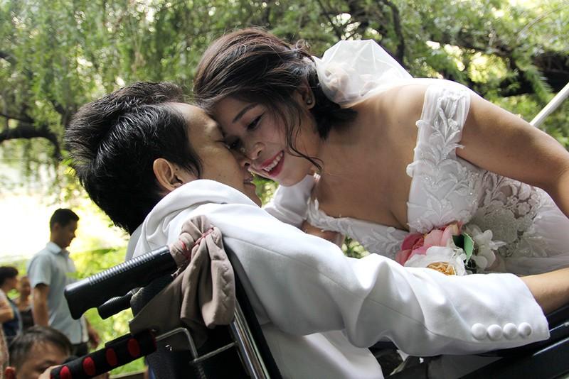 Bạn đọc chụp ảnh cưới cho cặp đôi 'Tình yêu cổ tích' - ảnh 17