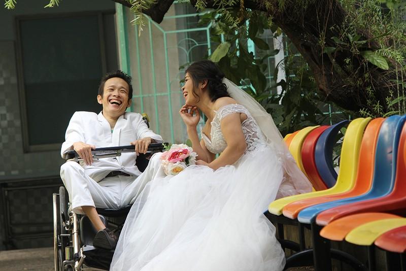 Bạn đọc chụp ảnh cưới cho cặp đôi 'Tình yêu cổ tích' - ảnh 19