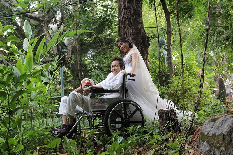 Bạn đọc chụp ảnh cưới cho cặp đôi 'Tình yêu cổ tích' - ảnh 20