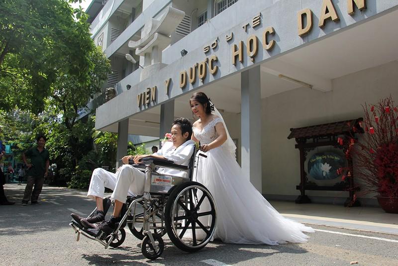 Bạn đọc chụp ảnh cưới cho cặp đôi 'Tình yêu cổ tích' - ảnh 23