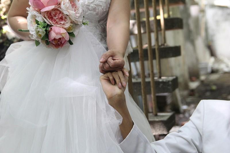Bạn đọc chụp ảnh cưới cho cặp đôi 'Tình yêu cổ tích' - ảnh 24