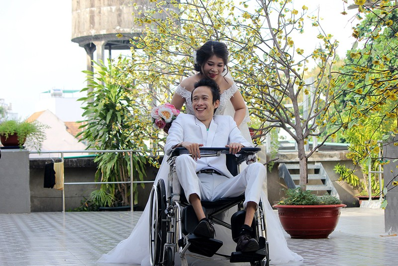 Bạn đọc chụp ảnh cưới cho cặp đôi 'Tình yêu cổ tích' - ảnh 9