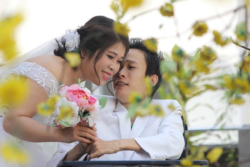 Bạn đọc chụp ảnh cưới cho cặp đôi 'Tình yêu cổ tích' - ảnh 10