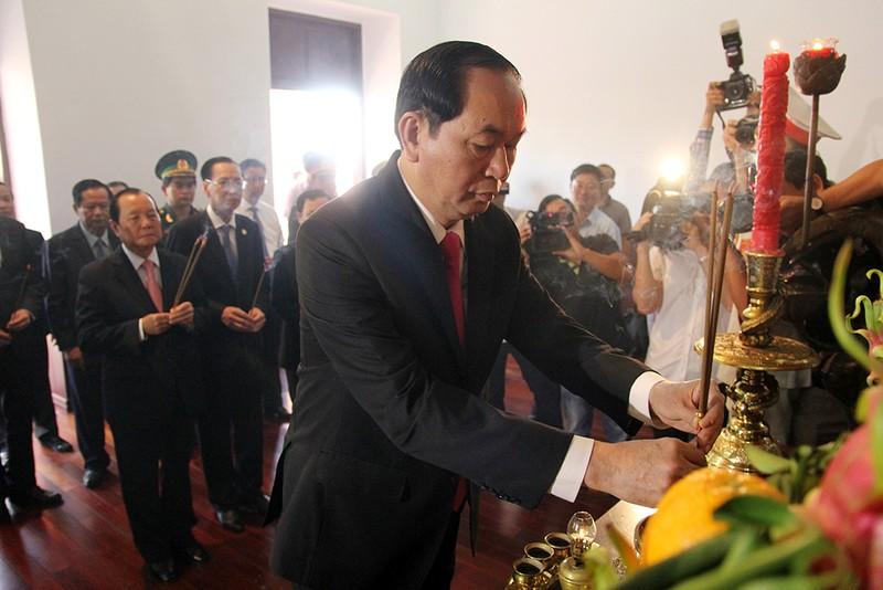 Chủ tịch nước, lãnh đạo TP.HCM dâng hương Bác Hồ  - ảnh 3