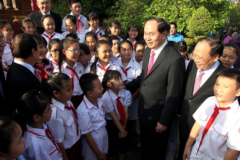Chủ tịch nước, lãnh đạo TP.HCM dâng hương Bác Hồ  - ảnh 6