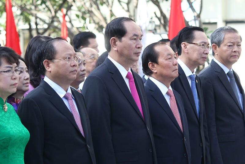 Chủ tịch nước, lãnh đạo TP.HCM dâng hương Bác Hồ  - ảnh 9