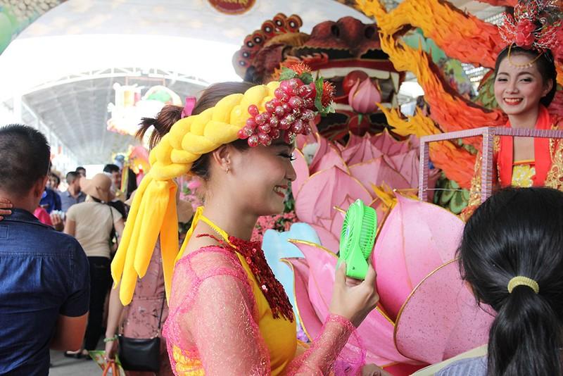 Ngắm bóng hồng xinh đẹp tại lễ hội trái cây Nam Bộ - ảnh 12