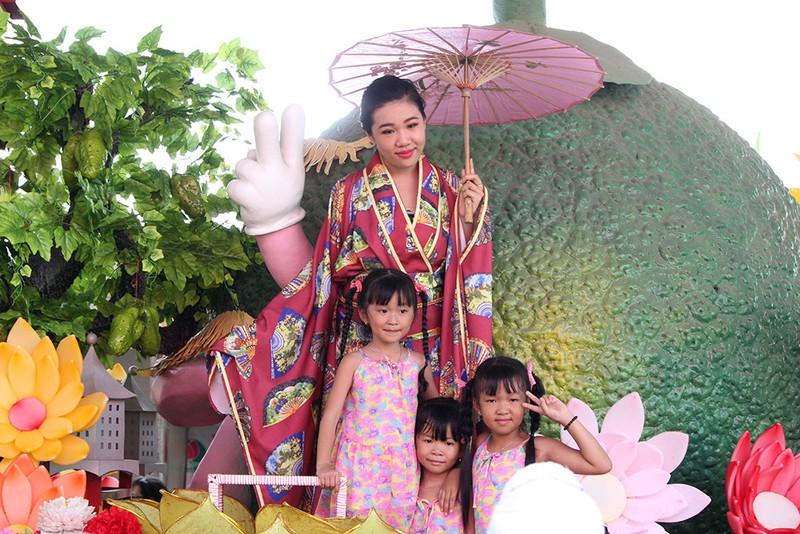 Ngắm bóng hồng xinh đẹp tại lễ hội trái cây Nam Bộ - ảnh 13