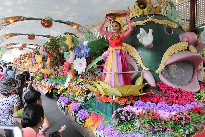 Ngắm bóng hồng xinh đẹp tại lễ hội trái cây Nam Bộ - ảnh 1
