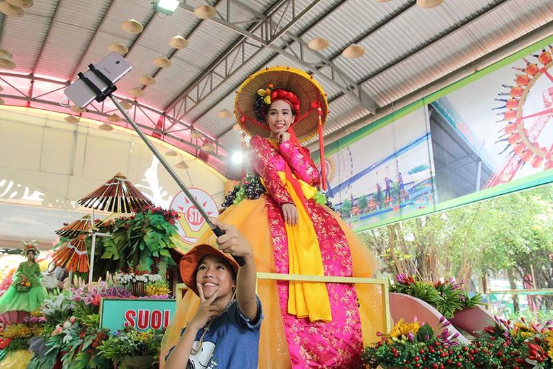 Ngắm bóng hồng xinh đẹp tại lễ hội trái cây Nam Bộ - ảnh 8