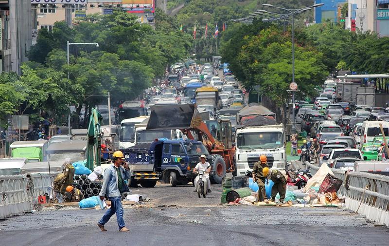 2 cầu vượt giải cứu kẹt xe Tân Sơn Nhất sắp thông xe - ảnh 11