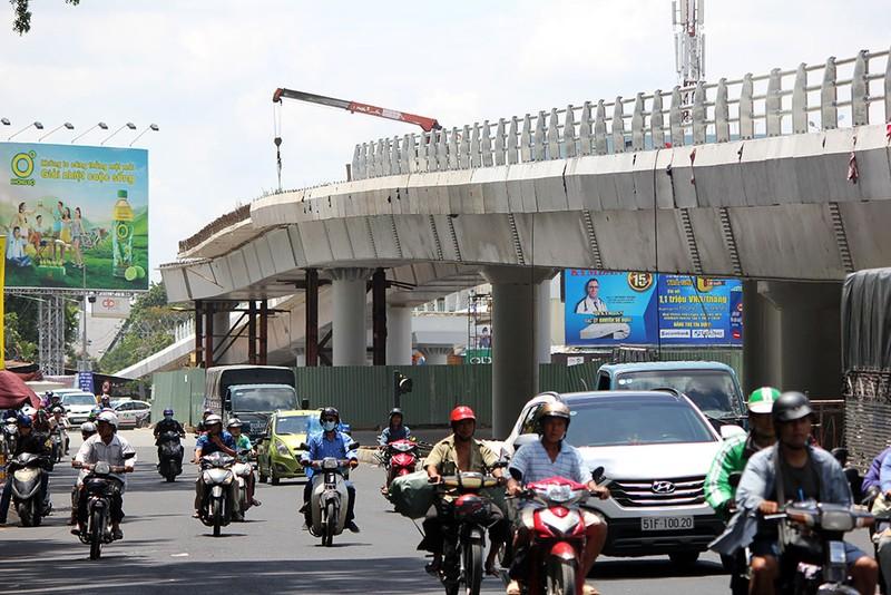 2 cầu vượt giải cứu kẹt xe Tân Sơn Nhất sắp thông xe - ảnh 15