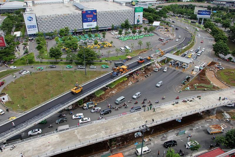 2 cầu vượt giải cứu kẹt xe Tân Sơn Nhất sắp thông xe - ảnh 2