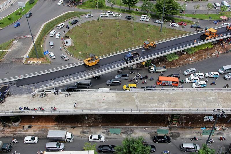 2 cầu vượt giải cứu kẹt xe Tân Sơn Nhất sắp thông xe - ảnh 3