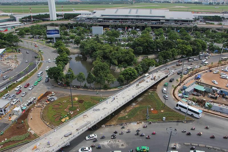 2 cầu vượt giải cứu kẹt xe Tân Sơn Nhất sắp thông xe - ảnh 4
