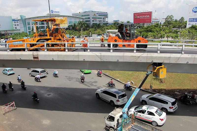 2 cầu vượt giải cứu kẹt xe Tân Sơn Nhất sắp thông xe - ảnh 5