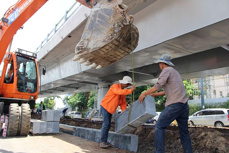 2 cầu vượt giải cứu kẹt xe Tân Sơn Nhất sắp thông xe - ảnh 6