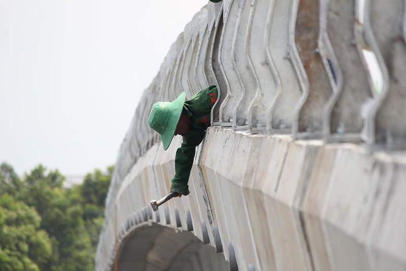 2 cầu vượt giải cứu kẹt xe Tân Sơn Nhất sắp thông xe - ảnh 8