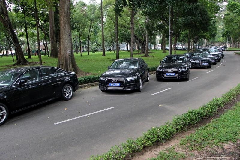 Dàn xe sang phục vụ APEC 2017 tại Hội trường Thống Nhất - ảnh 3