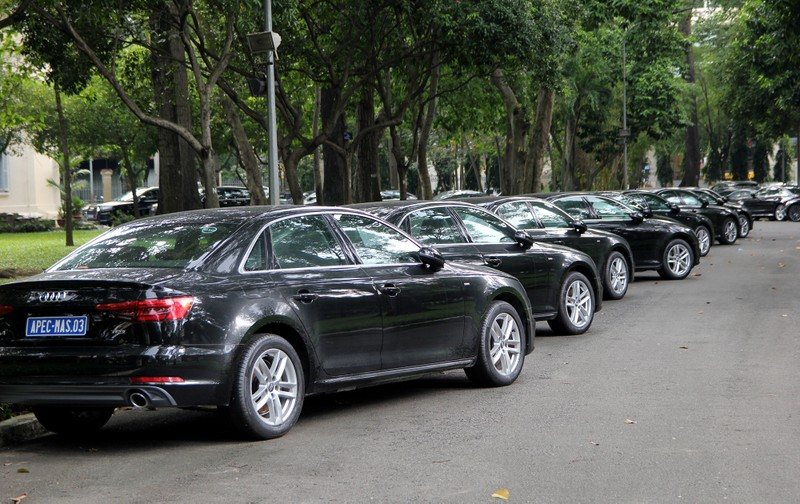 Dàn xe sang phục vụ APEC 2017 tại Hội trường Thống Nhất - ảnh 10