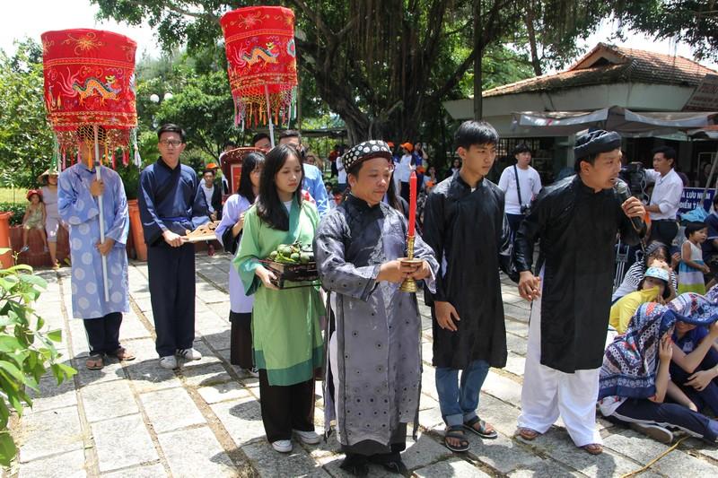 Xúc động xem học sinh làm lễ tế anh hùng Trương Định - ảnh 1