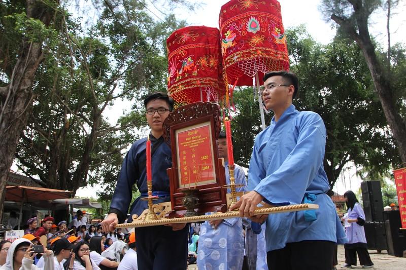 Xúc động xem học sinh làm lễ tế anh hùng Trương Định - ảnh 3
