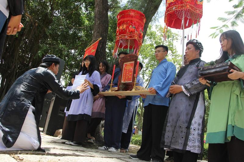 Xúc động xem học sinh làm lễ tế anh hùng Trương Định - ảnh 4