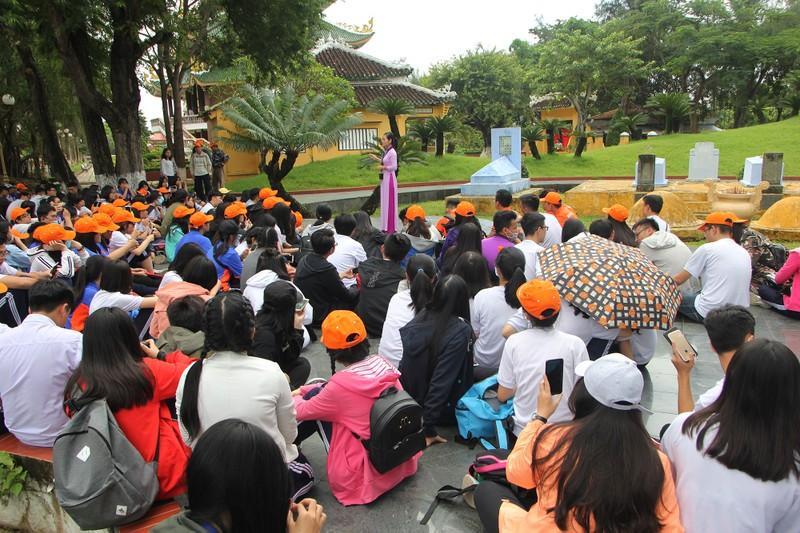 Xúc động xem học sinh làm lễ tế anh hùng Trương Định - ảnh 8