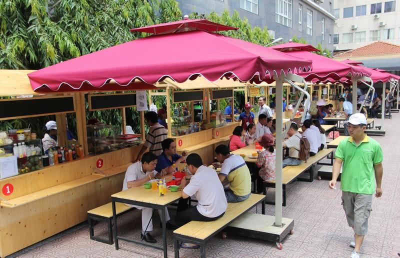 Phố hàng rong thứ hai ở Sài Gòn bán đắt như 'tôm tươi' - ảnh 1