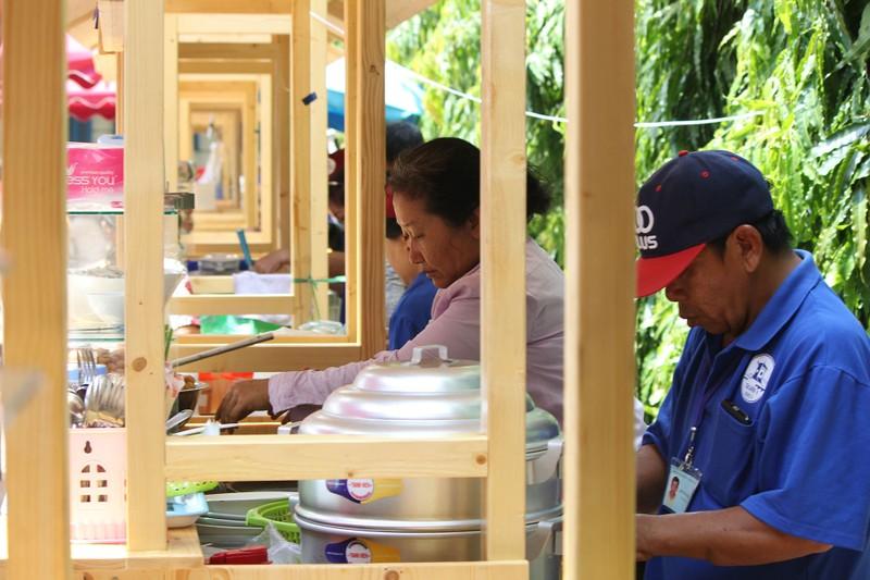 Phố hàng rong thứ hai ở Sài Gòn bán đắt như 'tôm tươi' - ảnh 8